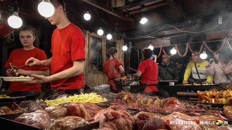 Puesto de comida callejera en Cracovia