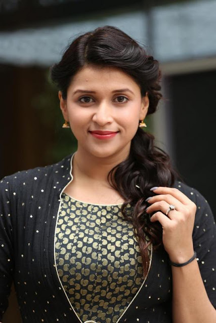 Mannara Chopra Wiki, Height, Weight, Age,  Husband, Family and Biography
