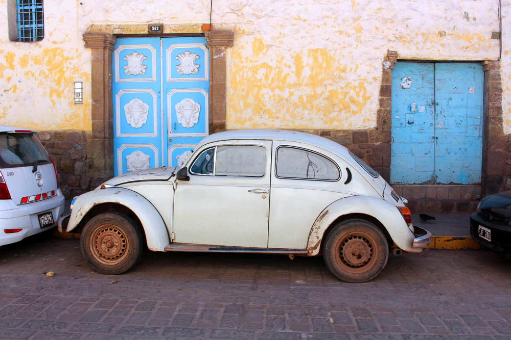 Old cars in Cusco, Peru - travel & lifestyle blog