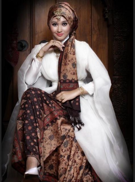 Model baju batik kombinasi ala Dian Pelangi