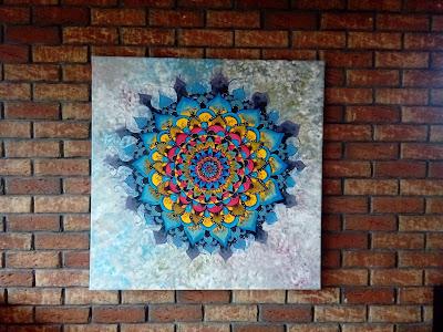 obraz z kolorową mandalą błękit czerwień żółty