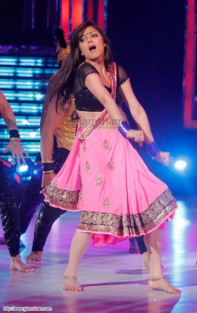 Serial actress Drashti Dhami rare sexy navel images