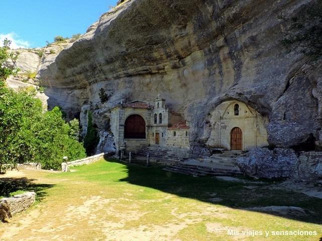 Complejo kárstico de ojo Guareña, ermita de San Tirso y Bernabé, Merindades, Burgos