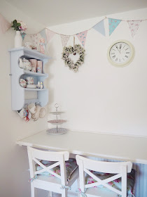How to make beautiful vintage-style bunting quickly and easily, with absolutely no sewing involved at all! A really easy craft idea or project for your home.