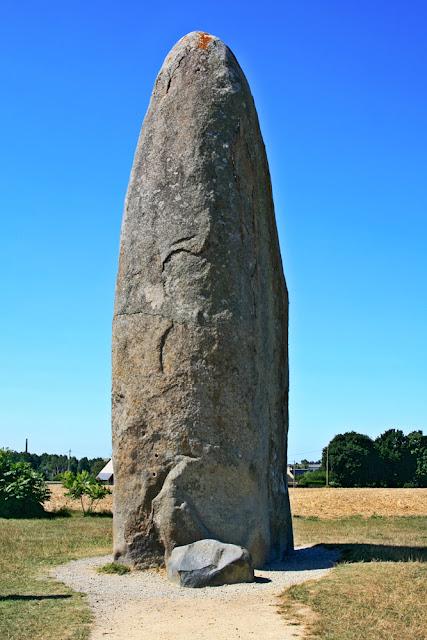 Menhir du Champ Dolent, Dol-de-Bretagne, France. Менгир де-Шамп-Долен