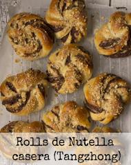 http://burbujasderecuerdos.blogspot.com/2016/05/rolls-de-nutella-casera-con-tangzhong.html