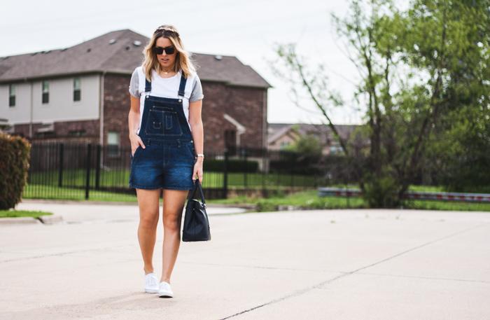 White Tee Blogger Street Style