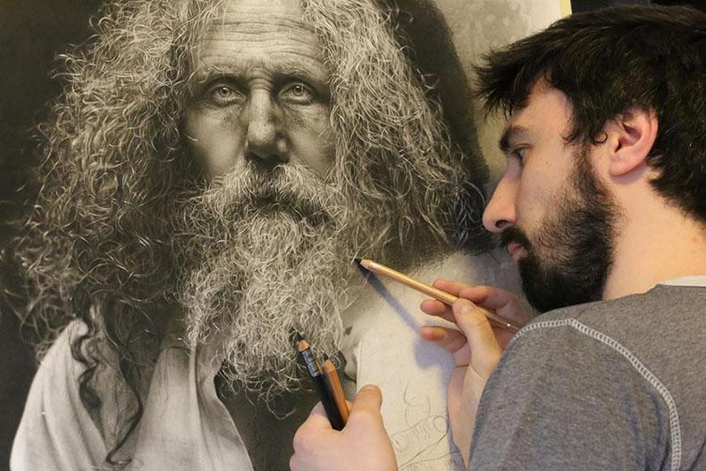 Artista pasa 100 horas dibujando dibujos a lápiz foto-realistas, el uso técnicas renacentistas