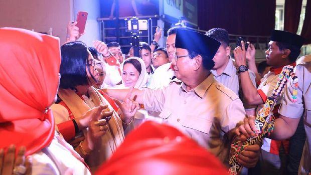 Prabowo Dikepung Ribuan Emak-emak Kaltim