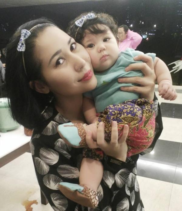 WOW! Gambar Terkini Anak Yaya Maembong Yang Terlajak COMEL