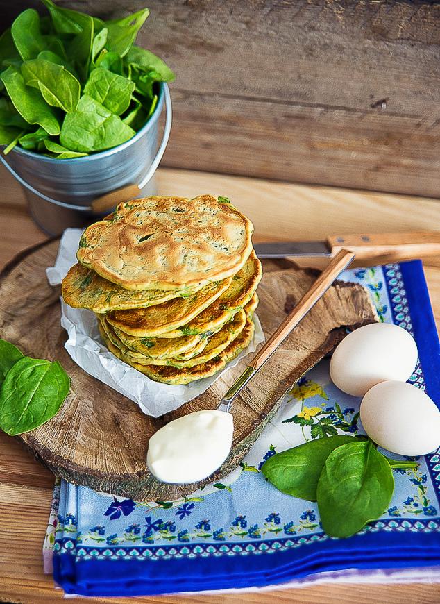 Placuszki ze szpinakiem, oliwkami i suszonymi pomidorami