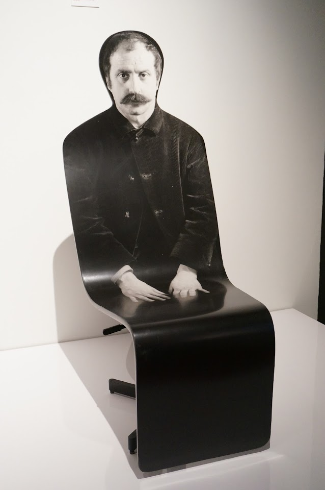 Roger Tallon - siège anthropomorphe - Aéroports de Paris Crèche des Noels du monde portrait César - 1966