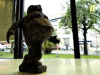 """Fábio Purper Machado, """"Leveza"""", exposição """"Micronarrativas de Papel"""", esculturas-HQ e HQs-escultura, 2012."""