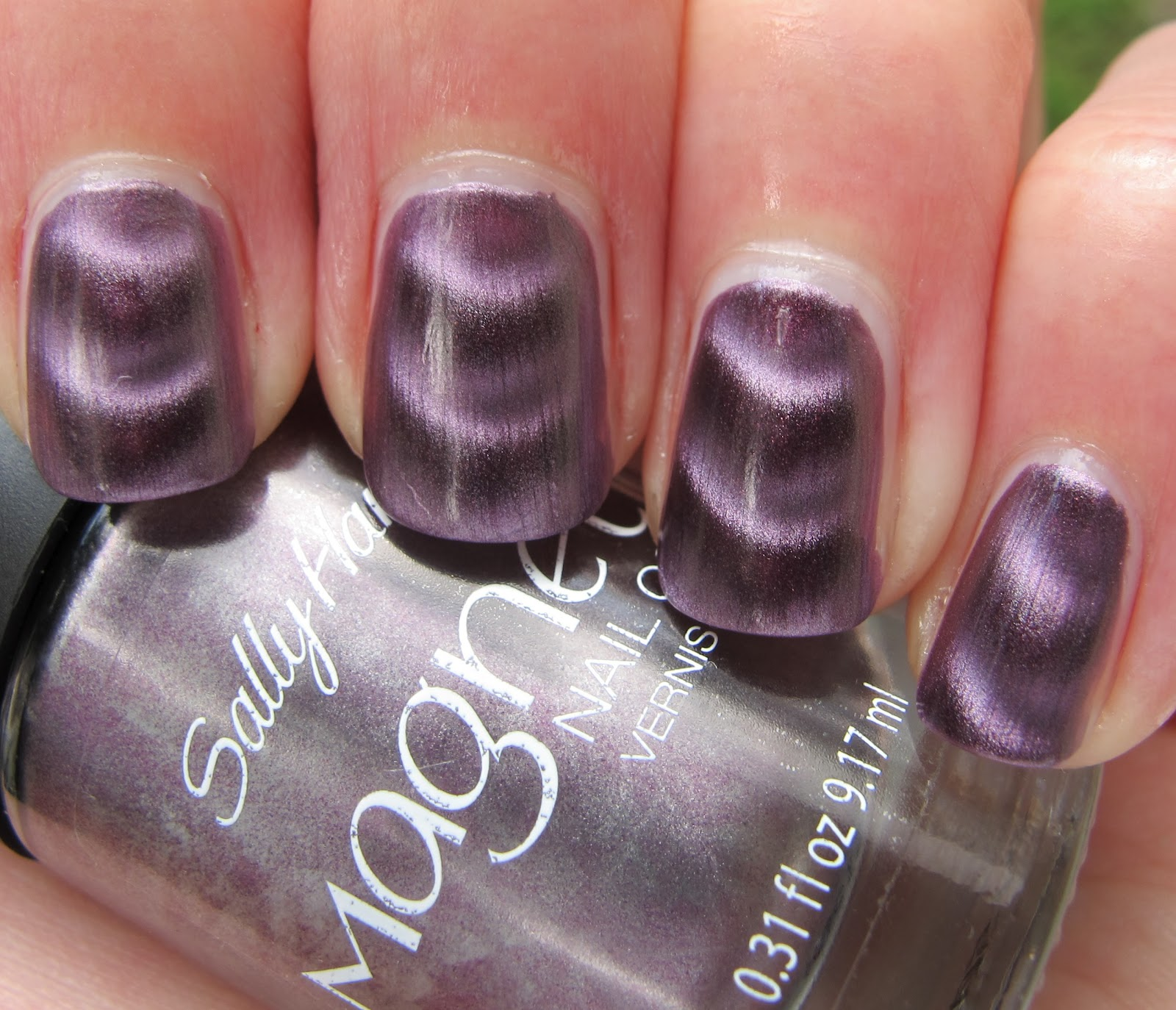 Never Enough Nails: Sally Hansen Polar Purple Magnetic Polish!