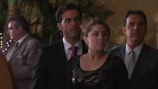Cristóbal (Pablo Lyle) no da crédito al ver en su fiesta de compromiso a un viejo amor