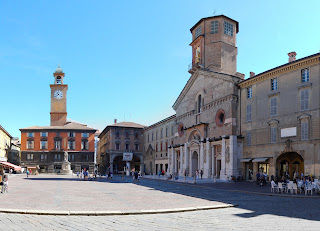 Piazza Prampolini is an attractive square in Reggio Emilia
