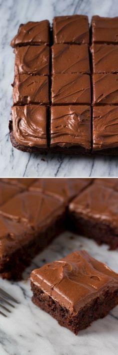 Fudgy Chocolate Browníes wíth Chocolate Frostíng