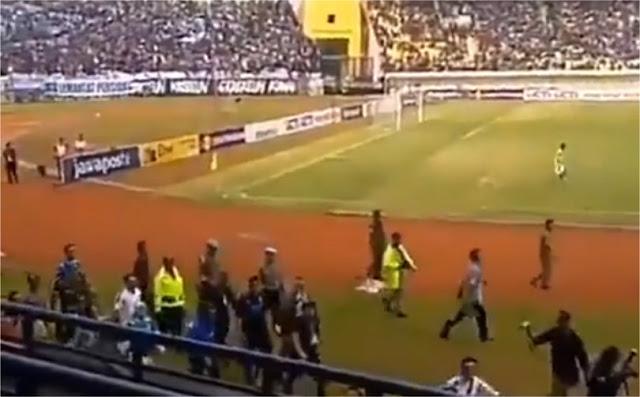 Ini Video Saat Ridwan Kamil Diteriaki 'Prabowo... Prabowo' di Stadion Si Jalak Harupat