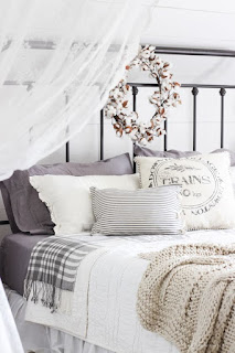 autumn decoration, autumn ideas, ideas for renewal, season change, made of yourself, baskets, basket wicker, decorative staircase, table, frame, bed, white sheets, bed sheets, blankets, pillows, umbrella stand