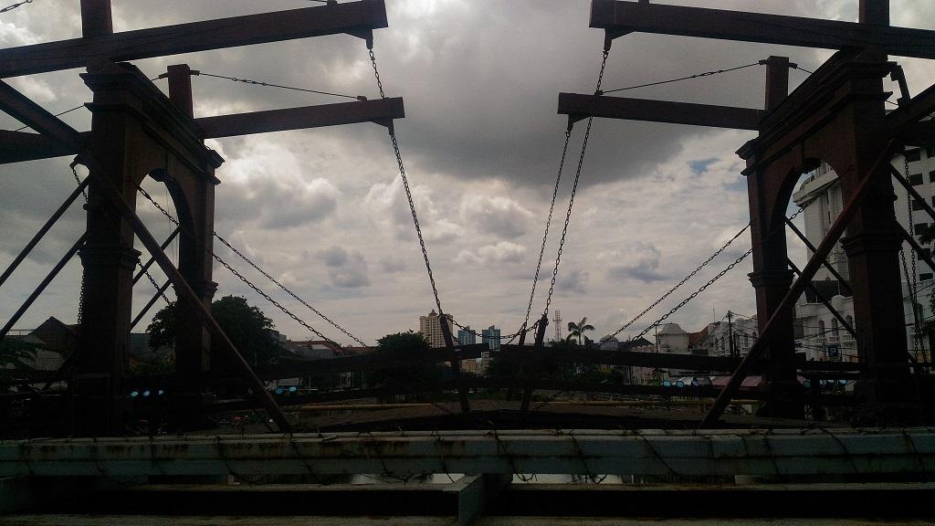 Jembatan Kota Intan, Si Tua yang Penuh dengan Pesona