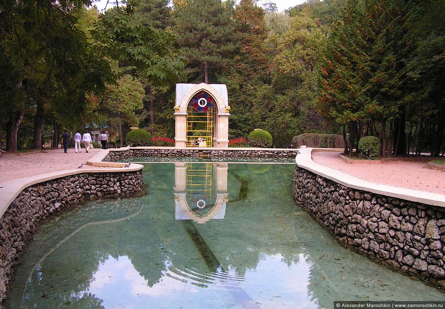 Зеркальный пруд в Курортном парке Кисловодска