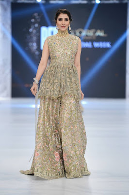 pfdc-loreal-paris-bridal-week-2016-saira-rizwan-lehenga-dresses-collection-2