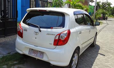 Mobil toyota agya white 2015