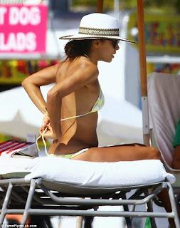 إيفا لونغوريا بالبكيني على شاطىء ميامي