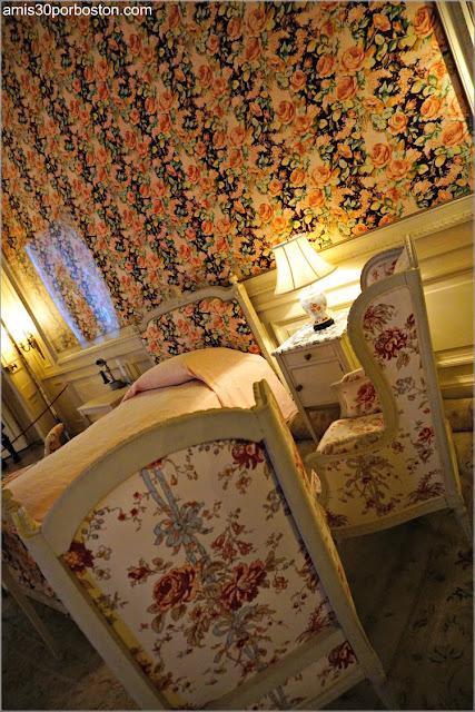 Cama del Dormitorio de Gertrude en la Mansión The Breakers, Newport