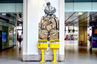 Sunday Street Art : Levalet - Gare Saint Lazare - Paris 9