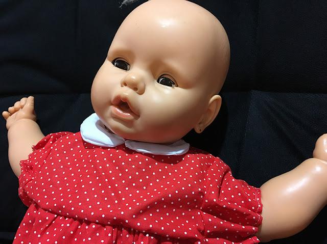 Meu Bebê restaurada com vestidinho vermelho retrô