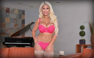 Sexy Pussy - Bridgette%2BB-S01-004.jpg
