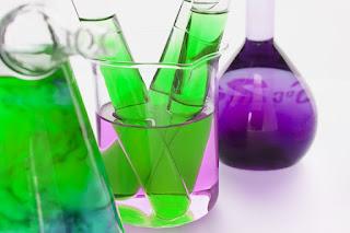 http://www.thoharianwarphd.com/2017/09/percobaab-sains-membuat-warna-tak.html