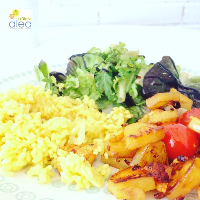 Curry fácil de salmón, arroz y piña