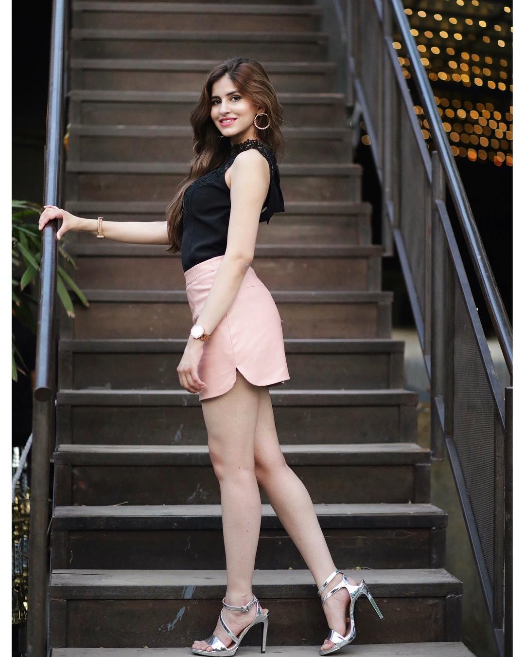 Download Sakshi Malik Latest HOT Photos, Sakshi Malik Pic, Bollywood actress Sakshi Malik pictures download