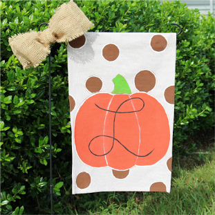 How to make a monogrammed pumpkin garden flag banner for Fall.