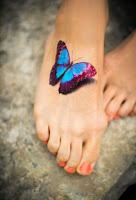 tatuaje de mariposa en el pie