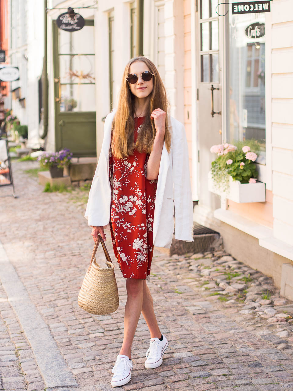 fashion-blogger-summer-outfit-linen-blazer-floral-dress