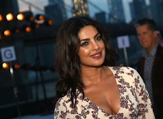 Priyanka Chopra Boobs Cleavages13.jpg