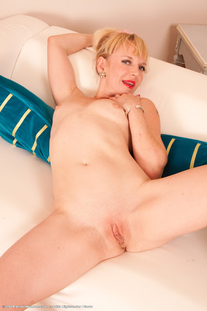 nude mature moms Thick blonde