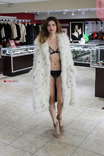 Blanca-Blanco-at-a-local-pawn-shop--03+%7E+SexyCelebs.in+Exclusive.jpg
