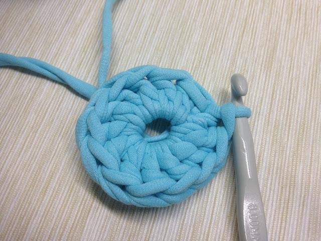 вязание корзиночки из трикотажной пряжи