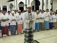 Urutan yang Benar Berhak Menjadi Imam Sholat