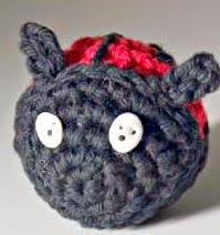 http://translate.google.es/translate?hl=es&sl=auto&tl=es&u=http%3A%2F%2Fwww.allfreecrafts.com%2Fcrochet%2Ftoys-crochet%2Fladybug%2F