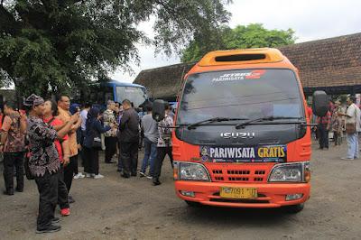 Angkutan wisata gratis di Banyuwangi.
