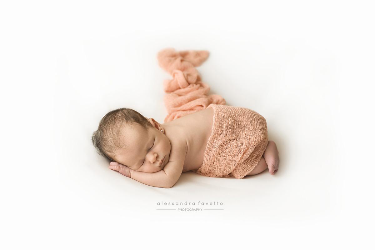 Reportaje fotografico recién nacido a domicilio en Sevilla y provincia