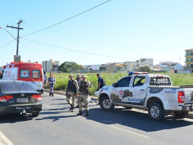 Suspeito foi baleado em assalto a ponto de ônibus (Foto: Anderson Oliveira/ Blog do Anderson)