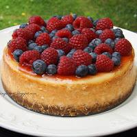 http://www.bakingsecrets.lt/2014/08/berry-cheesecake-surio-tortas-su-misko.html