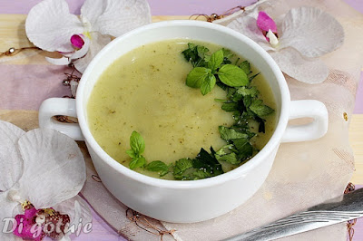 Zupa krem z cukinii z serkiem topionym