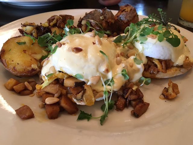 Vegetarian Benedict at Meriwether's Restaurant, NW Portland | A Hoppy Medium